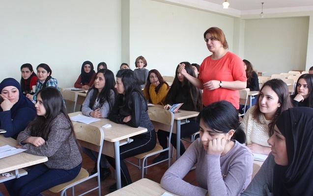 Oğlanların həsəd apardığı yer - Yalnız qızların oxuduğu universitetdən REPORTAJ