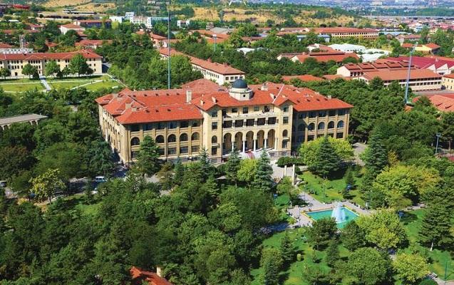 Həyətindəki hər ağacdan bayraq asılan məşhur universitet - FOTOLAR