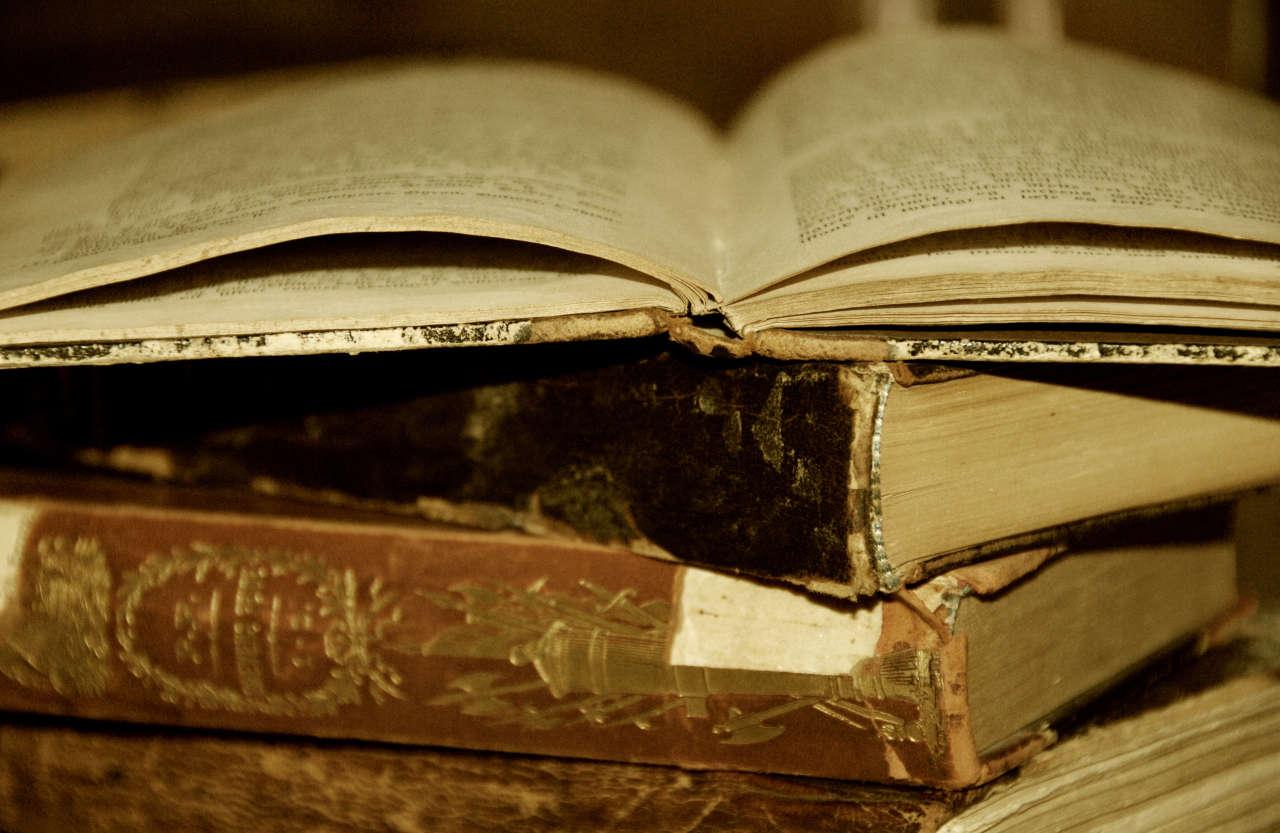 Köhnə kitabları oxuyarkən təhlükəli xəstəliklərə də yoluxa bilərik - Diqqət edilməyən təhlükə