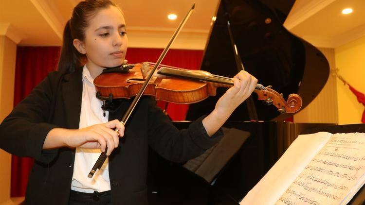11 yaşlı şagird üç beynəlxalq musiqi festivalının qalibi oldu
