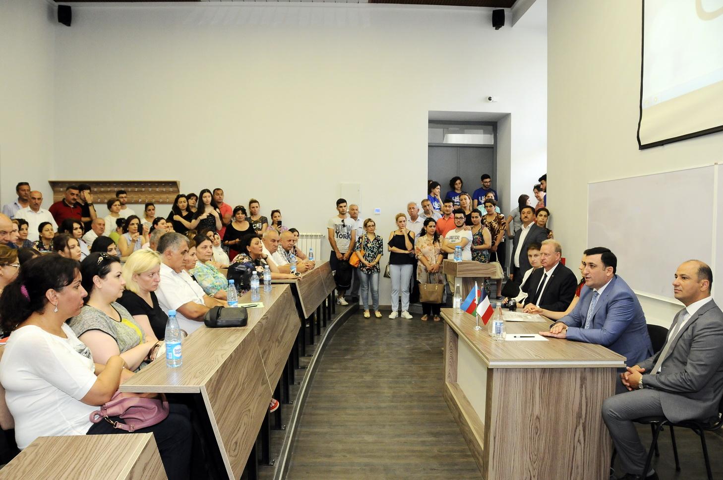 UFAZ-a qəbul imtahanında rekord sayda abituriyent iştirak edib - FOTO