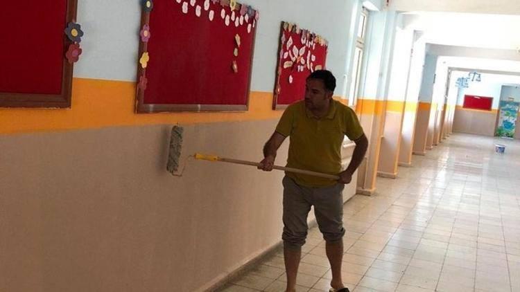 Əlində fırça məktəbi boyadı- Nümunəvi direktor