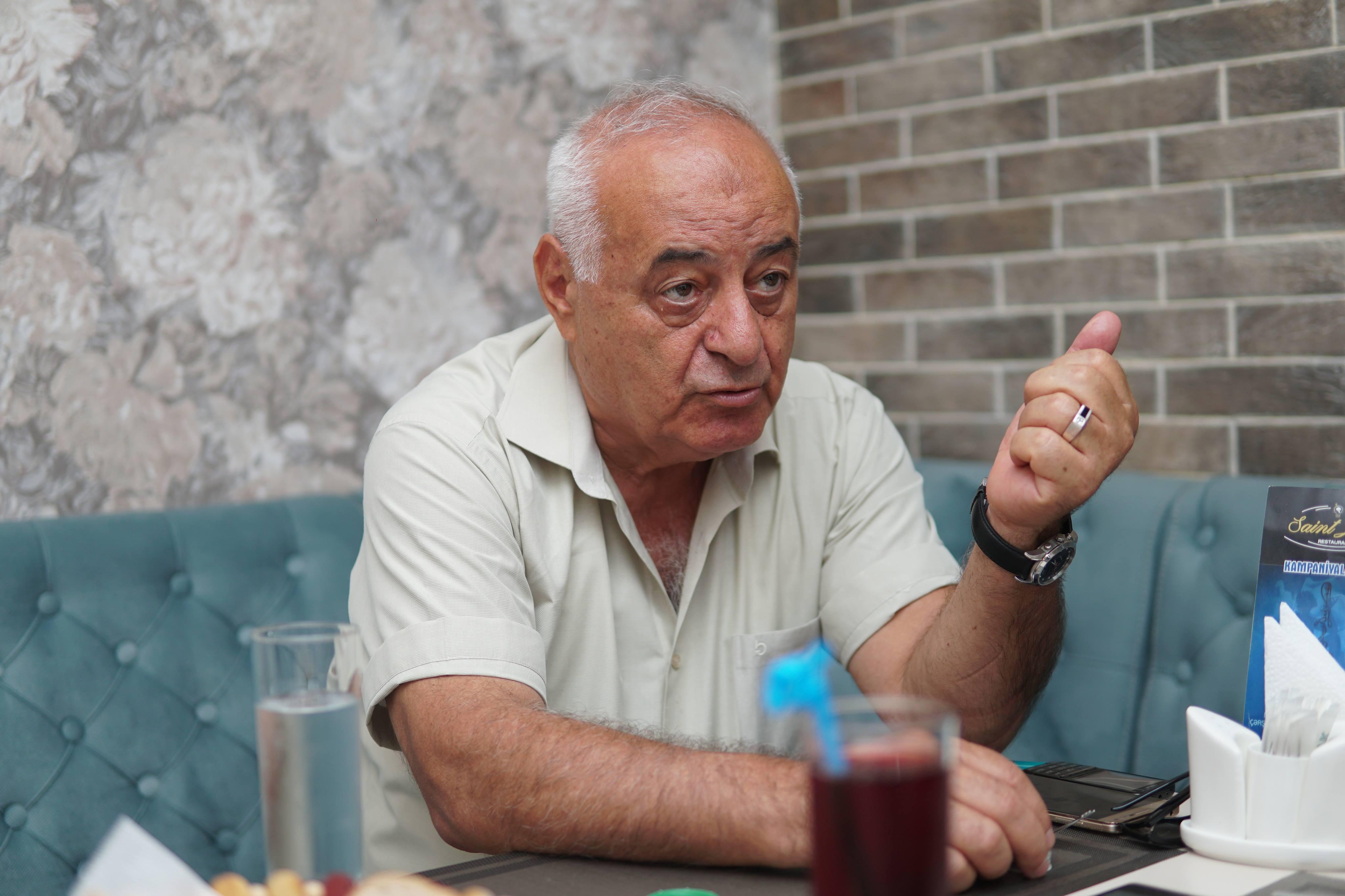 """""""Biznesmenlər yaraşıqlı müğənnilərə deyil, yaraşıqsız elm adamlarına da kömək etsinlər"""" –MÜSAHİBƏ"""