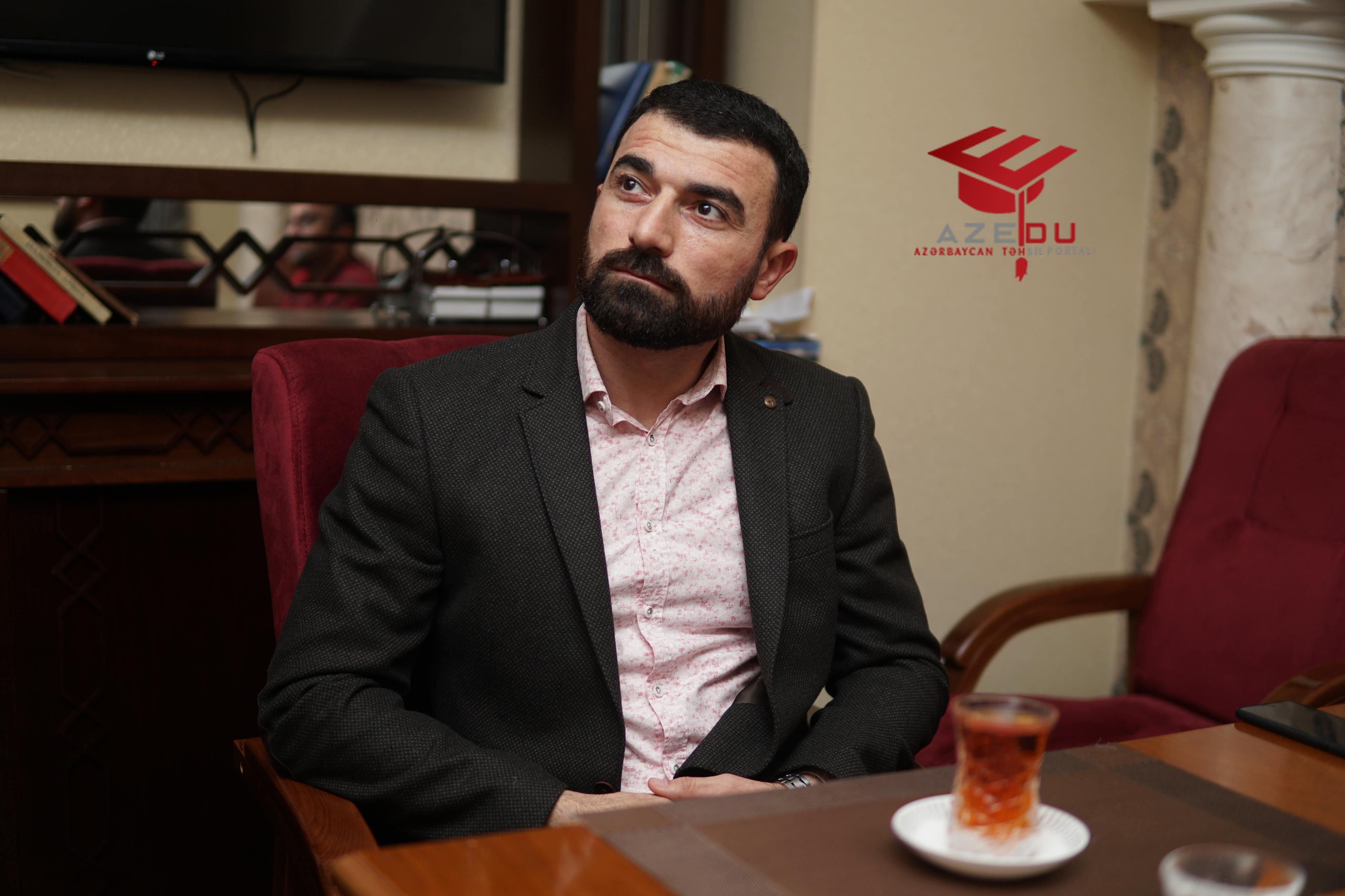 """Rövşən Abdullaoğlu AzEdu-nun """"Edubrifinq""""ində - Müzakirə, mühakimə olunan fotolar"""