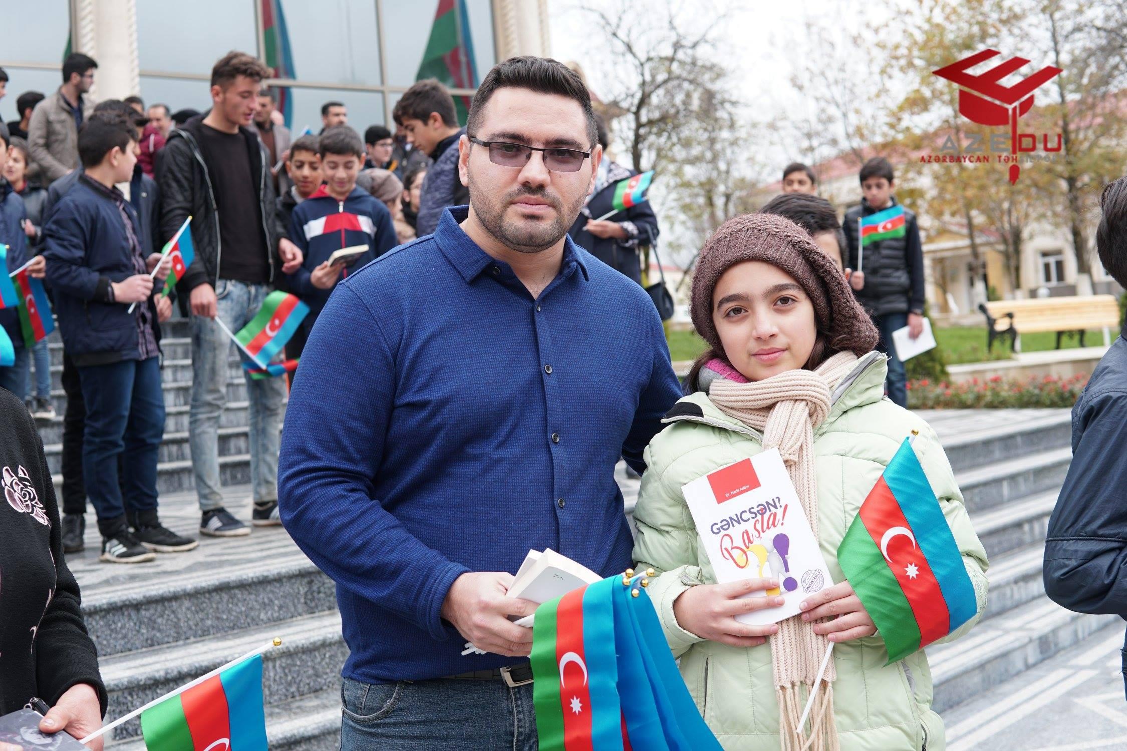 AzEdu.az təhsil portalı Bayraq günündə Lerik məktəblilərinə kitablar payladı - FOTOLAR