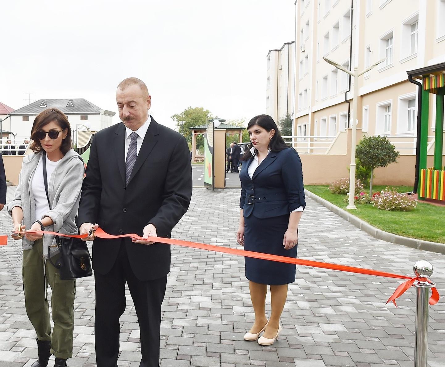 İlham Əliyev və xanımı körpələr evi-uşaq bağçasının açılışında