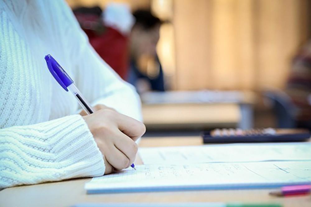 Dövlət qulluğu vəzifələri üzrə test imtahanında iştirak etmək üçün qeydiyyat davam edir