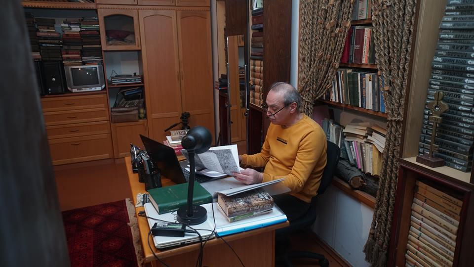 """Bir kitab """"qarşılığında"""" tibbi əməliyyat olunan Arif Əliyevin şəxsi kitabxanası – Layihə-Video"""