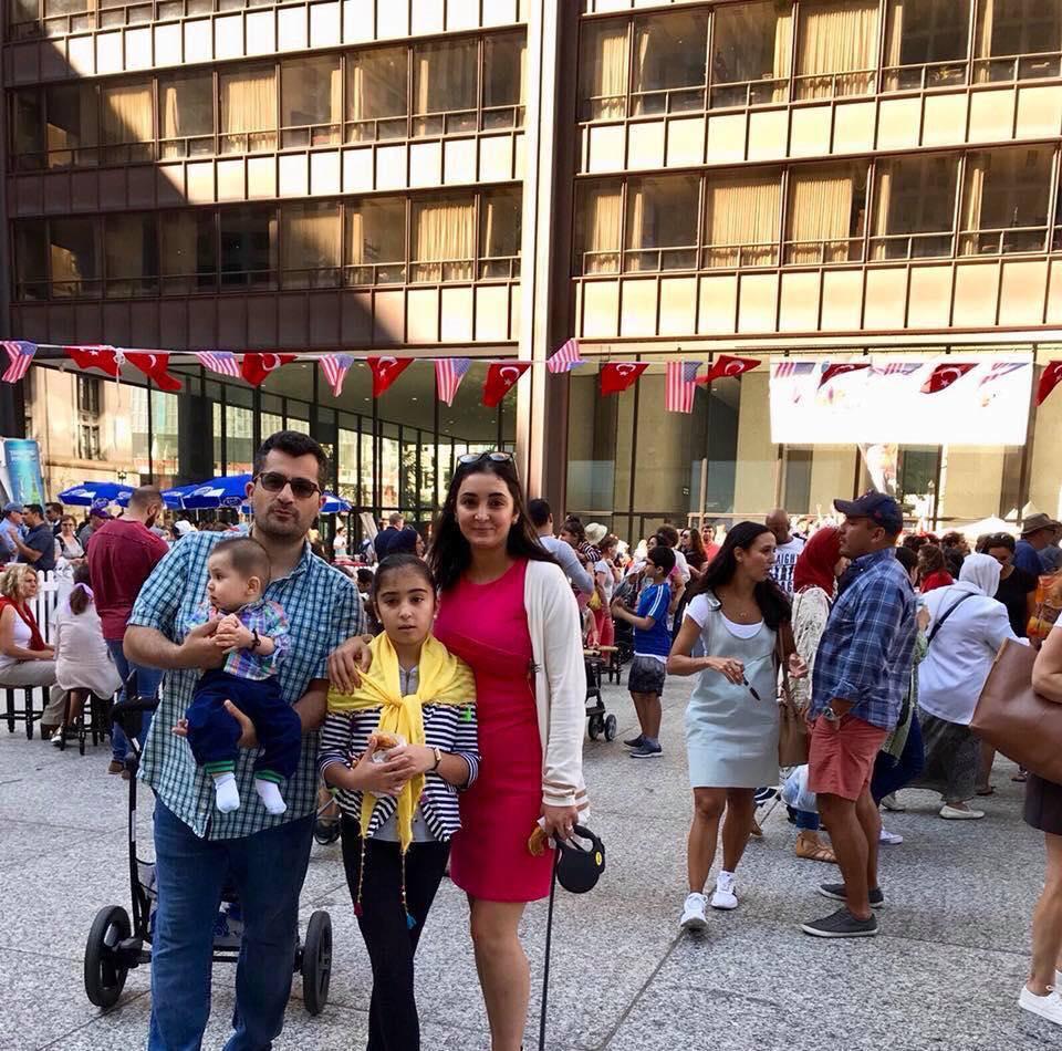 Sevgisinə görə Texasdan Çikaqoya köçən azərbaycanlı müəllim - FOTO