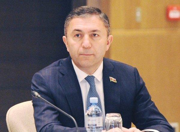 """""""Orta məktəb şagirdləri arasında sosiallaşma çox aşağıdır"""" - Tahir Mirkişili"""