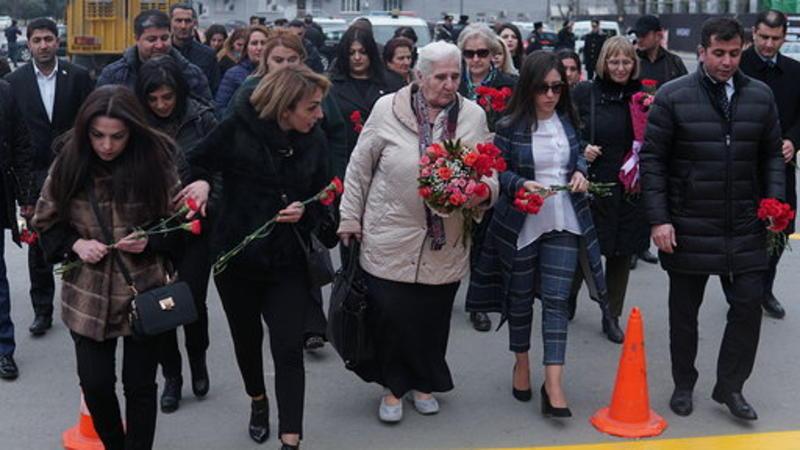 """""""Srebrenitsa anaları"""" ilə Xocalı qurbanlarının göz yaşı qohumluğu – Oxşar ağrı haqqında video"""