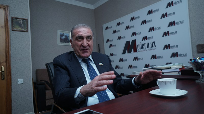"""Deputat: """"Lerikdən hansı gənc 700 bal toplasa, ona xarici maşın hədiyyə edəcəyik"""" - MÜSAHİBƏ"""