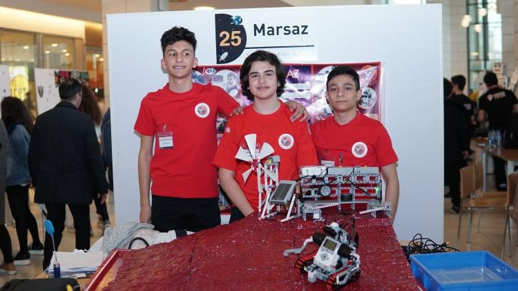 Kosmos üçün maşınlar hazırlayan, Marsı qaranlıqdan qurtarmaq istəyən gənclərimiz –