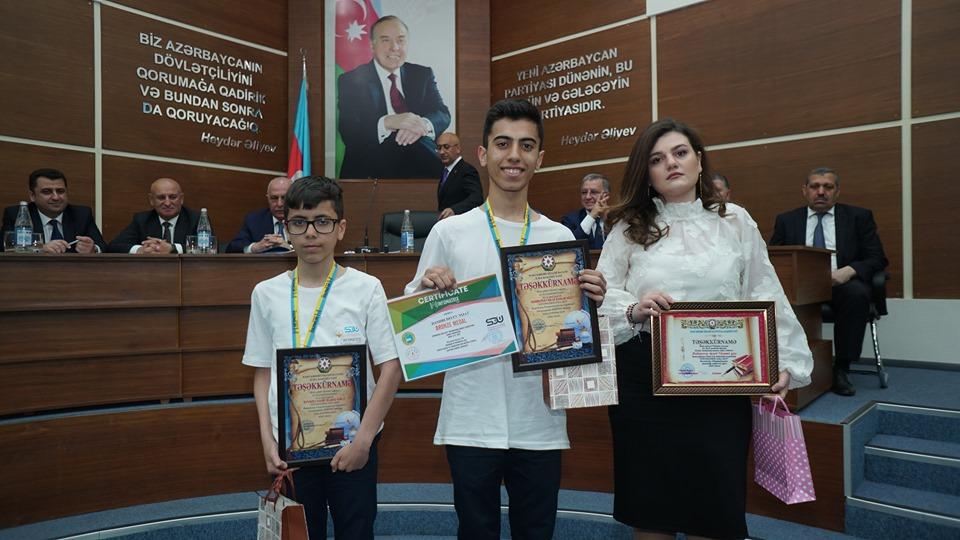 İcra başçısı bürünc medal qazanan şagirdləri təltif etdi -VİDEO