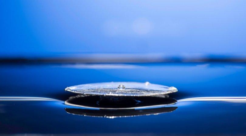 Alimlər su üzərində üzə bilən unikal metal yaratdılar