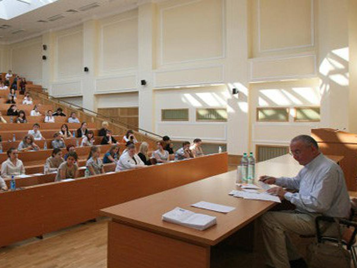 Xaricdə doktorantura üzrə oxuyan Azərbaycan vətəndaşlarının təhsilinin maliyyələşdirilməsi qaydaları təsdiqləndi