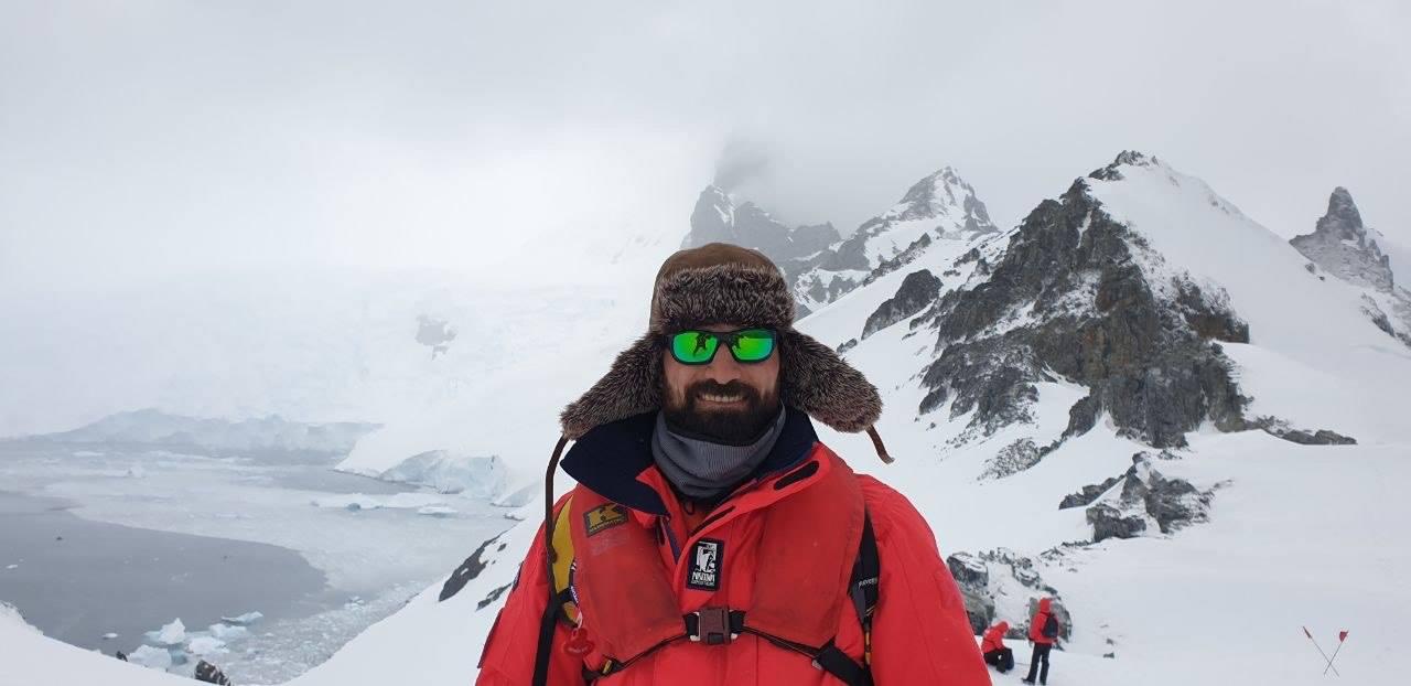 Məşhur yazıçı bu dəfə buzlaqlar ölkəsində- Rövşən Abdullaoğlu Antarktidada