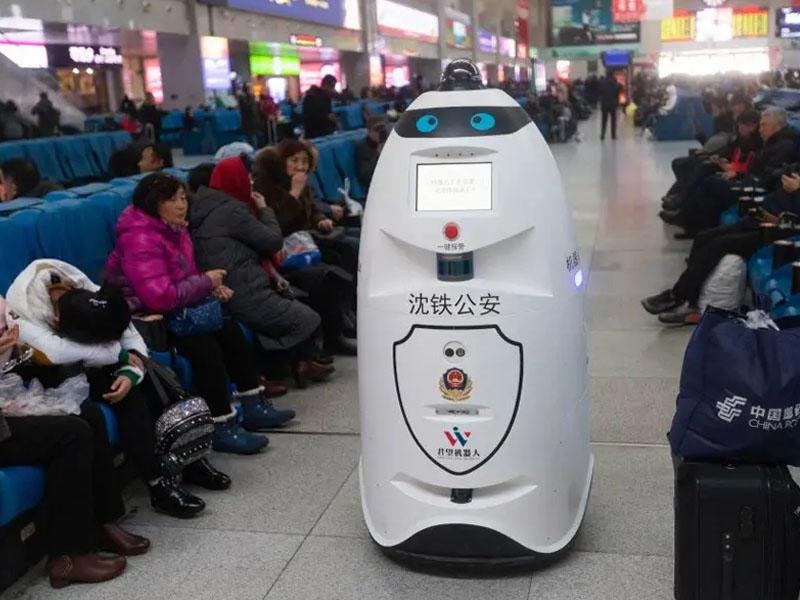 Çində robot polislər dəmir yolu stansiyalarında patrul xidmətinə başlayıb