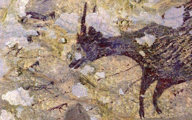 Qəribə məxluqlar təsvir olunan ən qədim qayaüstü şəkillər tapıldı