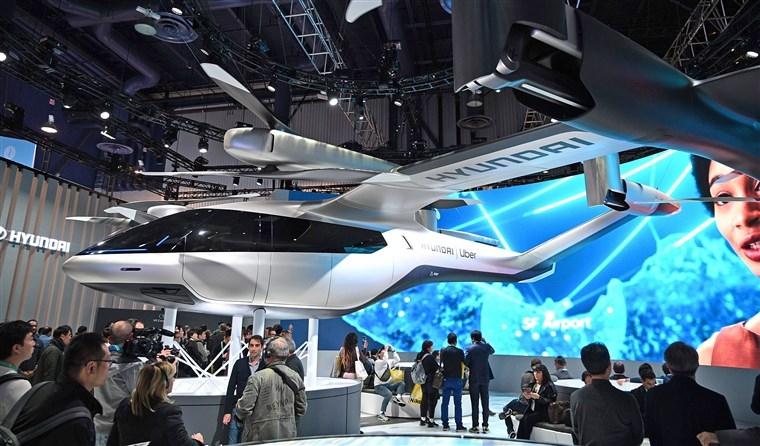 Yeni uçan avtomobil modeli nümayiş etdirildi