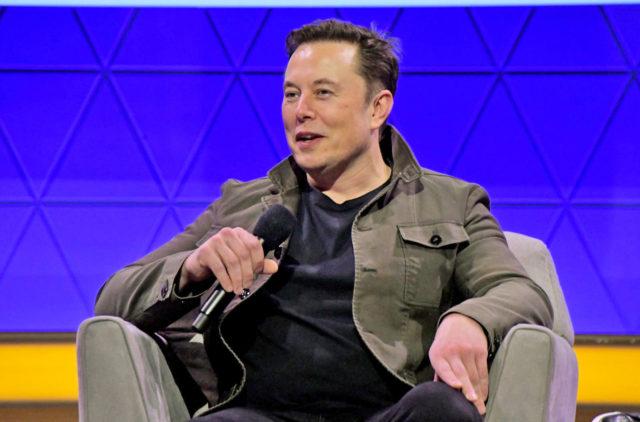 Tesla şirkətində proqramçı işləmək üçün diploma ehtiyac yoxdur – Elon Musk
