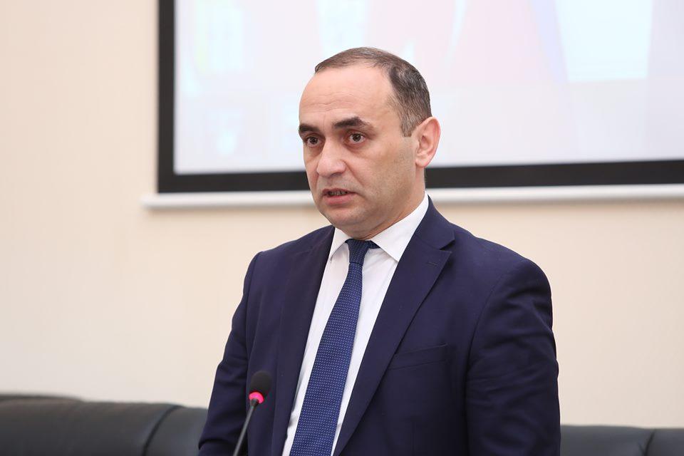 """Keçmiş rektor:""""Yaranmış çətinlik müvəqqətidir, təlaşa qapılmayaq"""""""