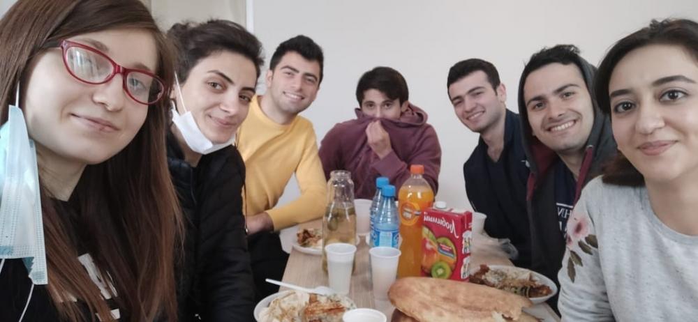 Bakı Ali Neft Məktəbinin xaricdə təhsil alan tələbələri paytaxtımıza gətirilib