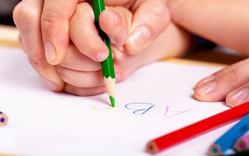 Uşaqlara əl yazısını öyrətmək nə üçün vacibdir?