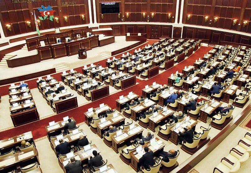 Parlamentdə təhsillə bağlı hansı qanun layihələri müzakirəyə çıxarılmalıdır? – Deputat və jurnalist təklifləri