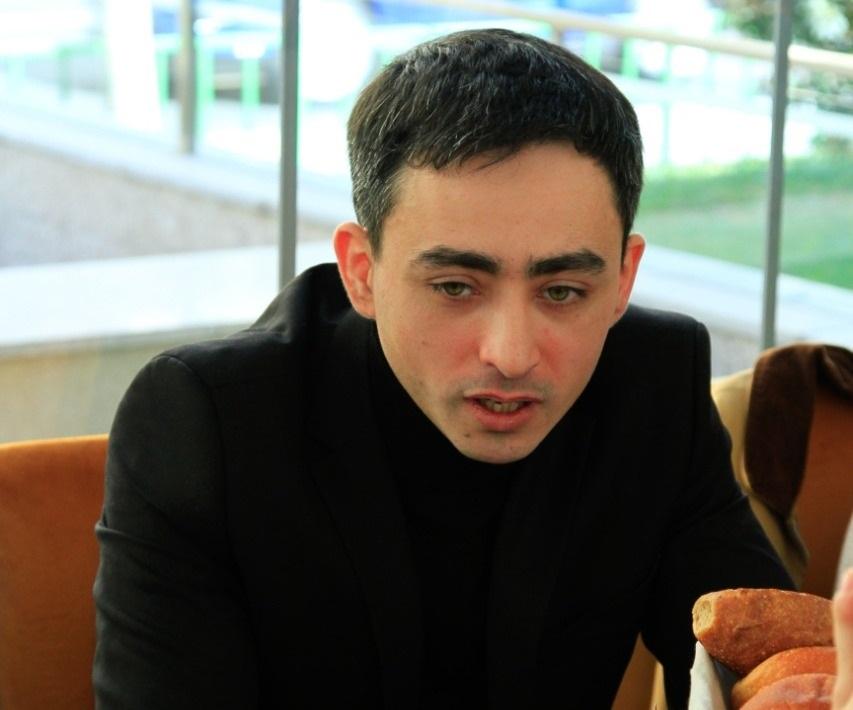 İmkansız azərbaycanlılara bilet aldılar –POLŞADA NÜMUNƏVİ ADDIM