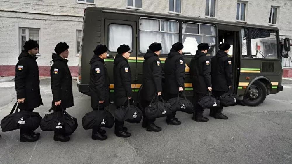 Rusiyada bu il orta məktəb məzunları orduya çağırılmayacaqlar