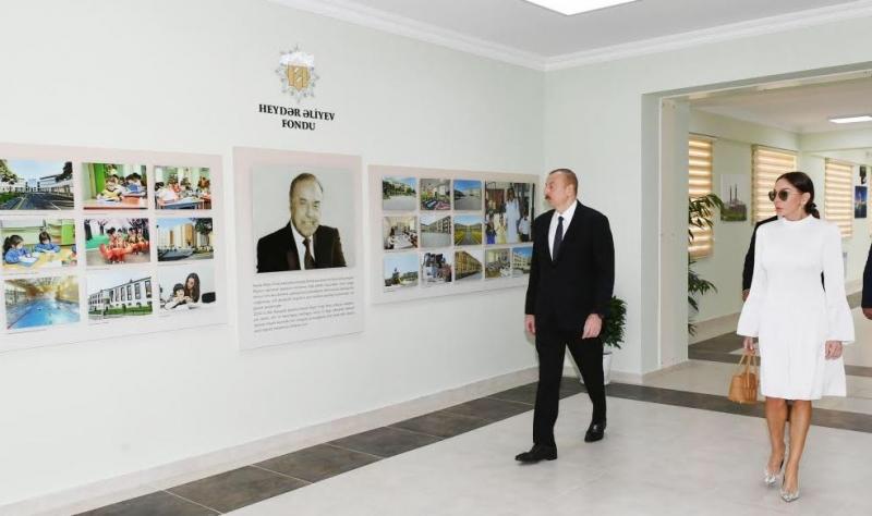 Prezident İlham Əliyev və birinci xanım Mehriban Əliyeva uşaq bağçasında yaradılan şəraitlə tanış olublar.