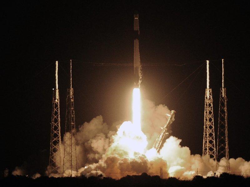 """""""SpaceX"""" qlobal internet layihəsi üçün əlavə 60 peyk orbitə çıxarıb"""