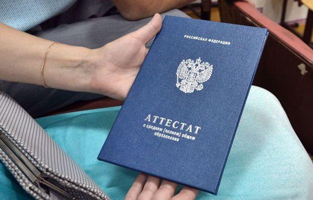 Rusiyada bütün məktəblilər imtahansız attestat alacaq