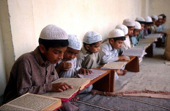 Pakistanda altı yeniyetmə mədrəsənin dağıntıları altında həlak oldu