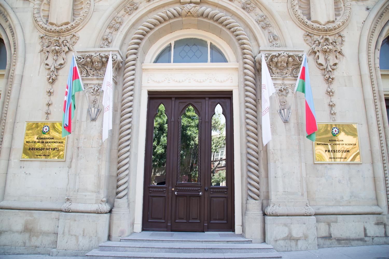"""""""İsmailiyyə"""" binasının fasadındakı yazı dəyişdirilir"""