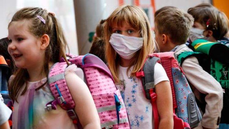 Almaniyada pandemiya dövründə şagirdlər ilk dəfə məktəbə gediblər